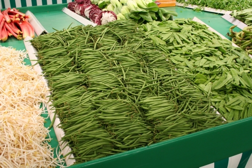 Haricot vert - French green beans - notice that although they don't diet, they are thinner then plain ole American Green Beans