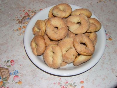 wine cookies made with white wine and formed into rings