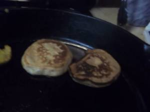 Making some peanut butter pancakes last Tuesday.....all part of the pilgrim training. There were also Gervase Markham's 1617 pancakes and Amelia Simmons 1796 slapjacks