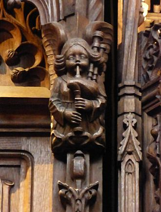 Angel_playing_bagpipes,_St._Giles,_Edinburgh