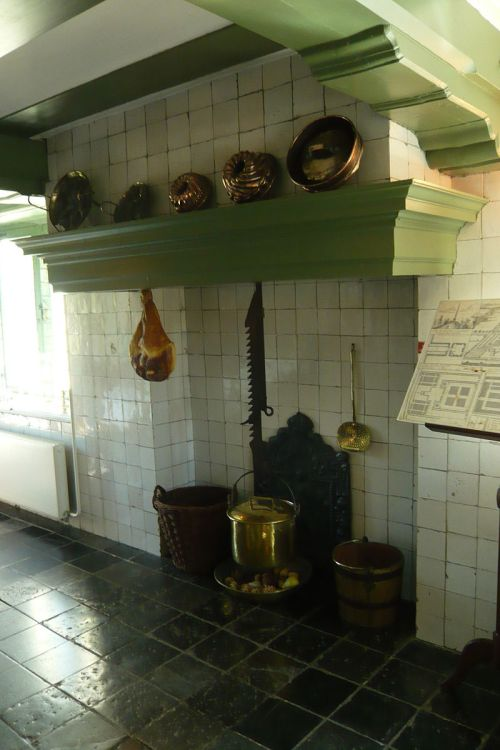 800px-Hofwijck_kitchen_hearth