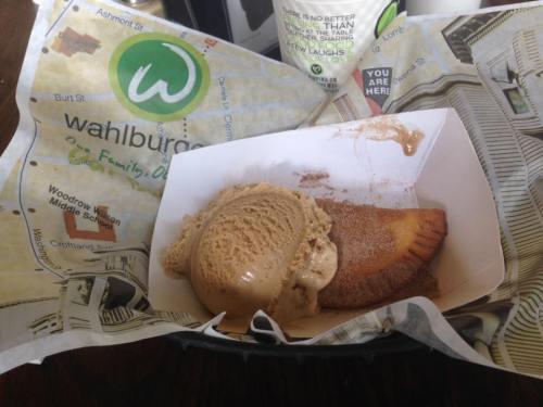 wahlburgers20mar16